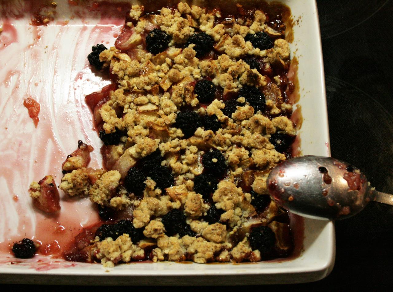 apple-blackberry crumble