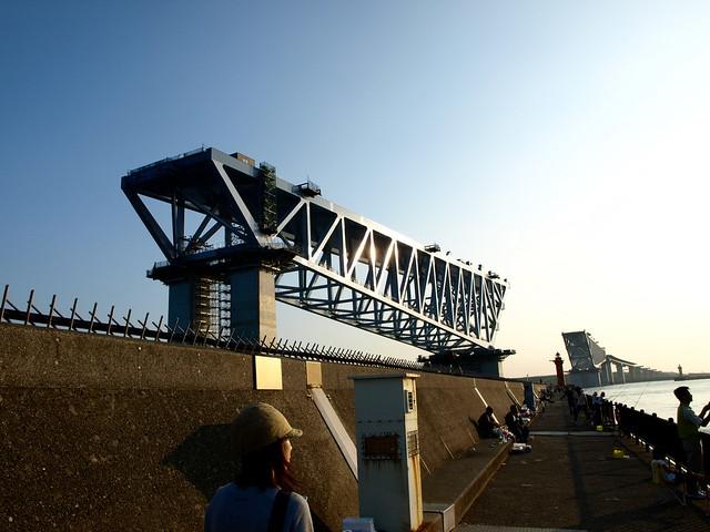 作りかけの橋