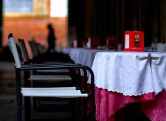 Si accomodi ! (marco rubini) Tags: italy bar bologna rosso piazzamaggiore nikond80 poltroncine veterinarifotografi sottoilporticodelpalazzodelpodest