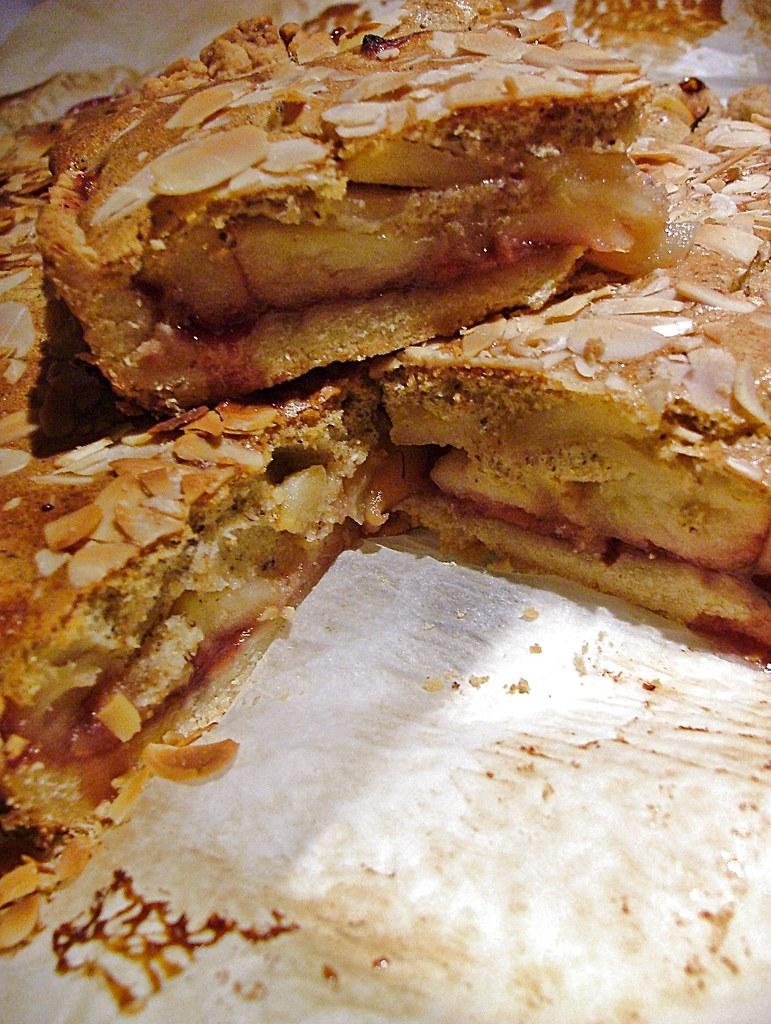 a crostata di mele e mandorle é di Adriano Continisio