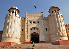 Lahore Fort (Mujahid's Photography) Tags: blue winter pakistan sky holidays fort flag punjab 2009 lahore pakistaniflag perfectstranger shahiqilla nikond90 mujahidurrehman