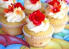 Fondant Red Roses (~Très Chic Cupcakes by ShamsD~) Tags: flowers red roses by southafrica cupcakes nikon african south tres chic proudly designercupcakes shamsd shamimadesai madeinsouthafrica mousellinebuttercream whitechocolatemudcupcakes cupcakesinsouthafrica durbanguild cupcakesfromsouthafrica cupcakesinpietermaritzburg weddingcupcakesinsouthafrica weddingcupcakesinpietermaritzburg