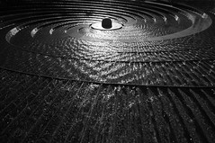 Darling Harbour Fountain, Sydney (5ERG10) Tags: light sunset bw water fountain sergio architecture spiral harbor blackwhite nikon harbour steps sydney australia wideangle nsw newsouthwales darlingharbour ripples darling sidney architettura feature circular d300 sigma1020 nohdr amiti 5erg10 sergioamiti