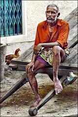 Sereen pondering - Madurai (Henk oochappan) Tags: city travel india standing canon eos 2009 madurai tamil tamilnadu southindia dravidian oochappan indianphotography canon50d tamillifeculture img3258d maduraicitylife