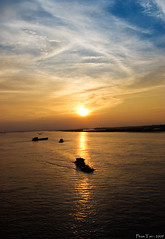 Sunset at Red River (Mobigraphy) Tags: boat vietnamese vietnam vietnamesepeople longbienbridge songhong phamtan