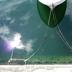 tied - without the R!! (duineser) Tags: sea reflection verde green boat barca mare rope riflesso corda