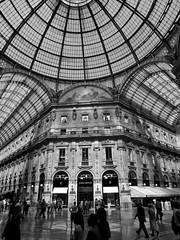 Italy 08/2009 (richardtafs) Tags: italien milano resor svartvitt