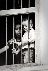 Surprise ! (orang_asli) Tags: africa street portrait people urban children tanzania zanzibar stonetown rue enfant lieux afrique urbain aficionados peuples tanzanie catégorie géographie zanzibartown gographie tanzanien catgorie