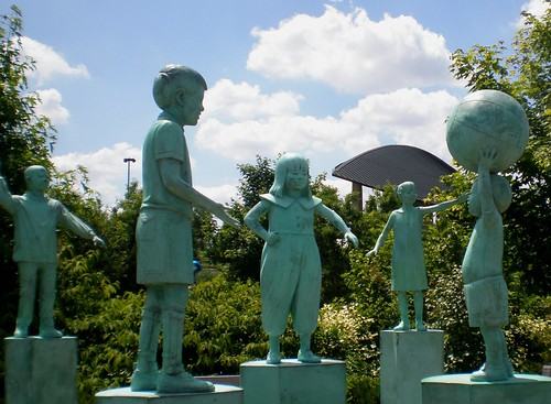 Kirk Newman 1955 'Children of the World', Frederick Meijer Sculpture Park Children's Garden, Grand Rapids, Michigan