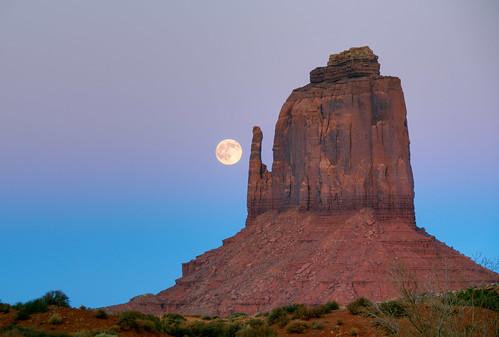 フリー写真素材, 自然・風景, 月, 岩山, モニュメント・バレー, アリゾナ州, アメリカ合衆国,
