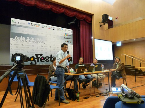 My turn to share about Filipinos admirable use of blogs and social media to provide disaster relief for typhoon victims. Other panelists include new friends from Hong Kong, Mongolia and Taiwan. (Photo by Ripmilla on Flickr)