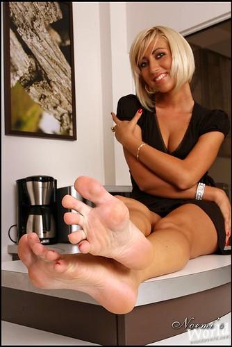 feet and body_Zoe_05 by bakatare2009