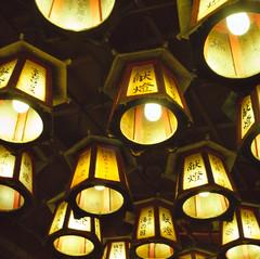 Lights @ 3-Steps Cliff Cavern (三段壁洞窟) (Chemophilic) Tags: japan hasselblad cavern e6 shirahama 三段壁 80mmf28 rxp fujifilmprovia400x epsonv500
