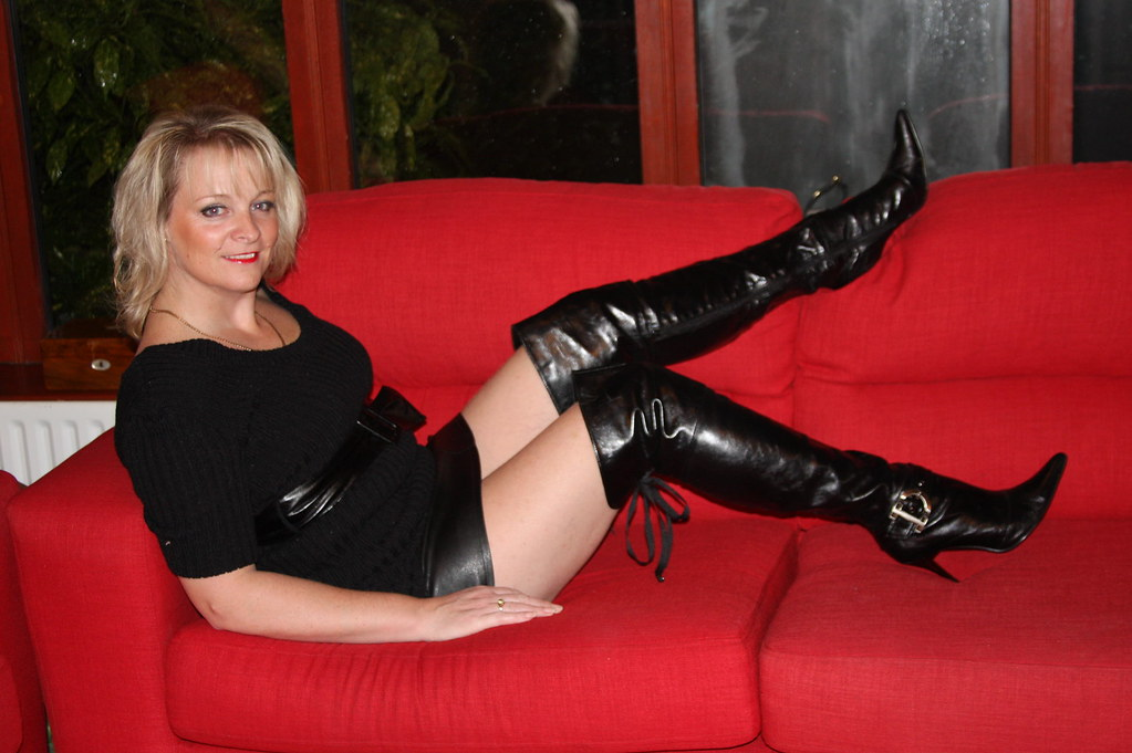 Wife in leather fetish lovely