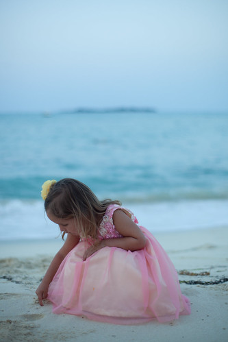 [Free Image] People, Children, Girls, Beach, Dress, 201105191700