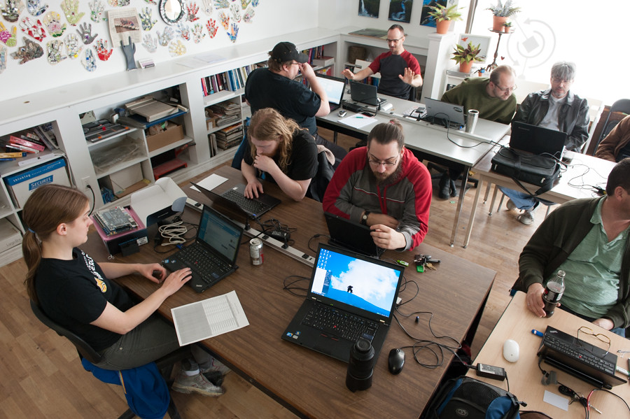 FPGA programming at kwartzlab 044
