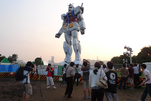 Crowd surrounding Gundam at Odaiba