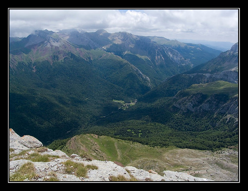 Campamento Juvenil Ramiro el Monje (1140 m.) desde la cima de Chipeta Alto (2189 m.)