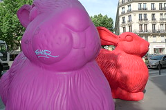 printemps marc jacobs lapins cracking art group juin 2009 (JournalDesVitrines.com) Tags: shopwindow marcjacobs 2009 printemps vitrine crackingartgroup journaldesvitrines 200906printemps
