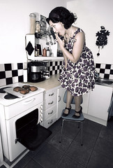The unsuccessful 50's housewife (Maron) Tags: woman selfportrait kitchen vintage retro burning housework rolls 50s scared housewife selvportrett unsuccessful supermarion bildekritikk marionnesje twphch twphch014