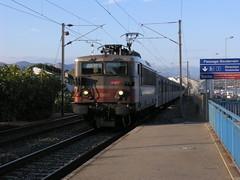 bb25600 ter (snake&luigi) Tags: railroad france rio train alpes french riviera gare railway trains antibes maritimes sncf ter biot bb25600