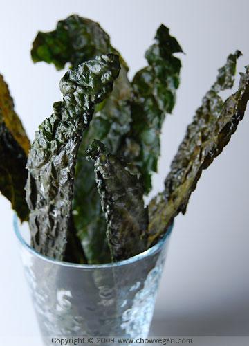 VeganMoFo: Tuscan Kale Chips