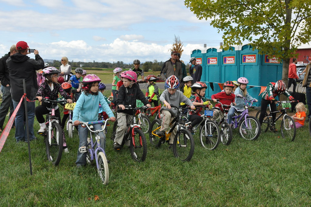 Kids line up for the Kiddie Cross part of the race at Heiser Farms.