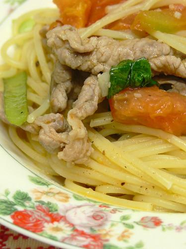豚肉とトマトと小松菜のスパゲティ