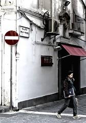 Vicoletto delle vergini (Davide_Rizzo) Tags: street nikon d200 tamron divieto delle 2875 gestante vicoletto vergini daccesso