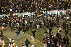 IMG_4998 (Edward_Sanchez_Photography) Tags: california new costumes red orange signs game green college halloween rose yellow night oregon matt dawn james crazy university day cheerleaders phil 21 dusk joey stadium crowd bat ducks 8 joe bowl bbq flags harley full eugene southern gameday sellout taylor record huge knight usc barbeque fans tailgating cheer blackout excitement uofo yello universityoforegon trojans fright espn bcs mcknight soldout mays autzen attendence pac10 implications jeramiah barkely masoli 103109 duckvision trojens 10312009 lamichael chearring lemichael