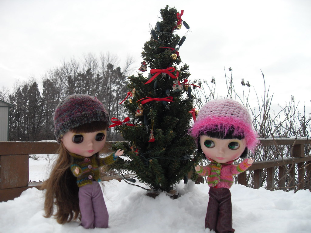 Wear-it-again-Wednesday: Deck the halls!  Olive and Ruthie decorate the outdoor tree.