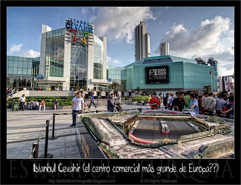 Istanbul Cevahir  (el centro comercial más grande de Europa?)