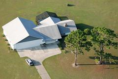 Keith Home 2 S (nc_sizemore) Tags: houses homes hangars aerialphotos cessna152 7409 ocalafl nikond80 ocalaflorida july4th2009 oakrunphotoclub privateairporthomes shadyairport attachedhangar