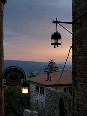 Assisi - sunset (Leonardo otos AKA leopard) Tags: sunset italy stclare tramonto olympus stfrancis assisi umbria franciscan pasqua umbrien subasio poorclares e410