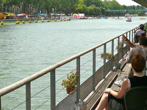 Paris Plage at the Bassin de la Villette. There are some pretty nice views to be had... Photos : JasonW