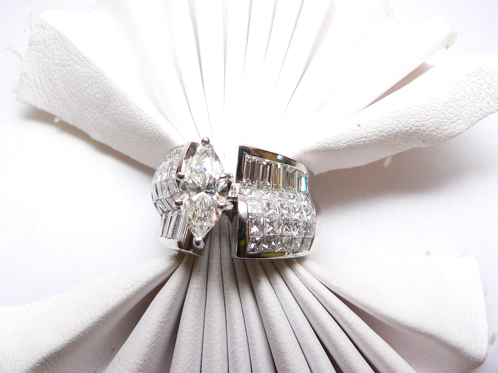 Diamond engagement ring white gold