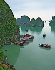 #4 / Halong Bay (Matteo Allegro [www.matteoallegro.com]) Tags: sea panorama water colors landscape boats island bay boat rocks asia vietnam got cave bo southeast far hon halong sung lpbays