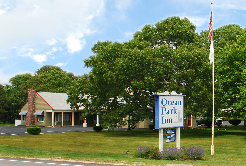 Ocean Park Inn Cape Cod Hotel Exterior with sign