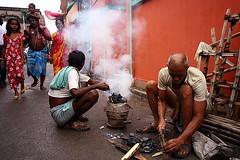 smoke (Samir D) Tags: street people india canon eos asia smoke streetphotography kolkata 2009 bangla westbengal sigma1020 40d kumartuli canon40d kolkatastreet samird