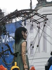 Kleine Riesin / Little Girl Giant (shining.darkness) Tags: berlin marionette littlegirlgiant kleineriesin
