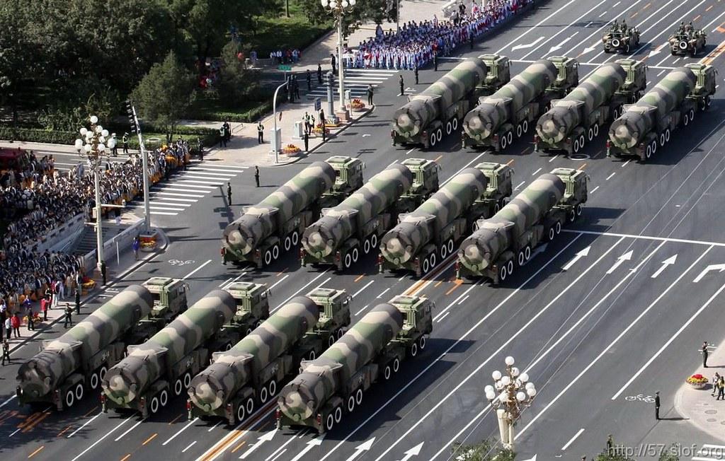 强烈震撼 - 国外媒体拍摄的国庆60周年大阅兵 - 纽约客 - 纽约文摘