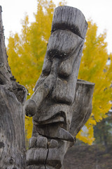 Wood sculpture in Hahoe Folk Village (Estebahn De Peschruse) Tags: voyage wood trip travel autumn fall automne canon eos asia village mask folk totem korea carving unesco asie southkorea coree hahoe carnetdevoyage  andong gyeongsangbukdo 450d  coreedusud maeul