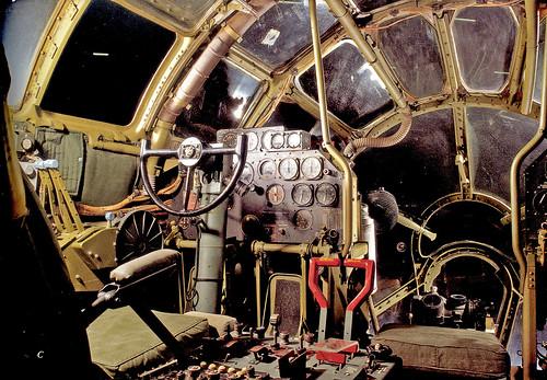 フリー画像| 航空機/飛行機| 軍用機| 爆撃機| B-29 エノラ・ゲイ| コックピット/操縦席| 太平洋戦争|     フリー素材|