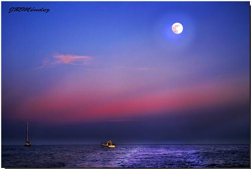 La Luna Vigilante