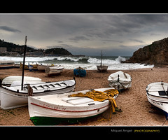 Y se march... (mireba72) Tags: blue light espaa water azul clouds mar nikon playa girona cielo nubes catalunya sa barcas catalua blanes d60 palomera tempestad