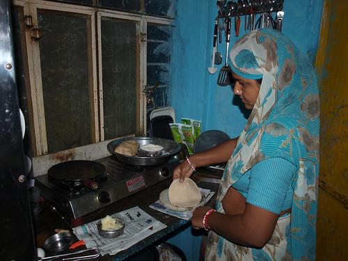 Mujer de Ghan cocinando