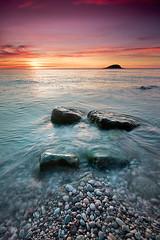 amanece (natalia martinez) Tags: sol water azul mar rojo agua rocks amanecer rocas potofgold nataliamartinez