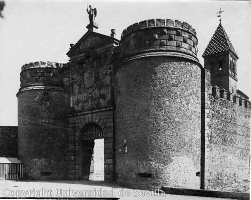 Puerta de Bisagra a principios del siglo XX. Foto M. Moreno. Fototeca Universidad de Sevilla