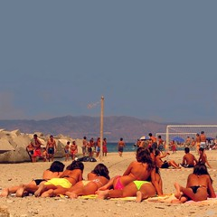 But at least there's a nice guy? (Osvaldo_Zoom) Tags: girls summer italy sun game beach youth seaside watching teenagers calabria tanned bellezzealsoleap