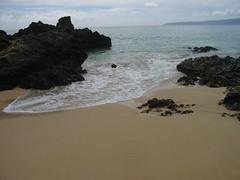 Makena Cove ~ Kahoolawe View (stu_macgoo) Tags: ocean clouds sand waves maui volcanicrock kehei makenacove